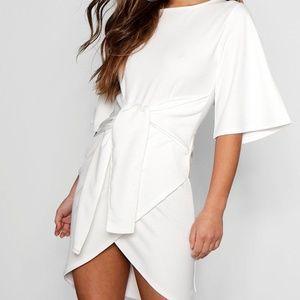 NWT Boohoo Petite Lisa White Dress Size 1